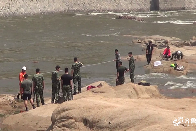临沂3男子痴迷钓鱼 上游开闸放水遇险被困河中