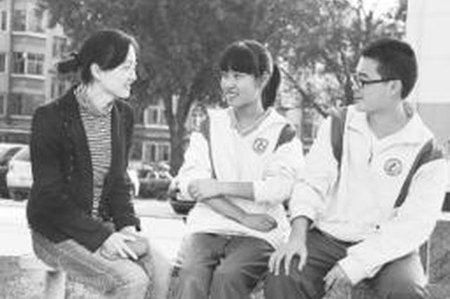 """济钢高中语文老师熊秀娟:学生都喜欢自称""""熊孩子"""""""