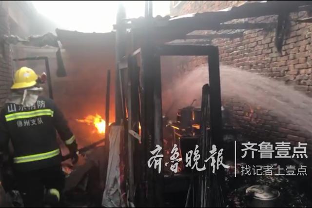 逆火而行三进三出消防员冲进火场徒手拎出煤气罐
