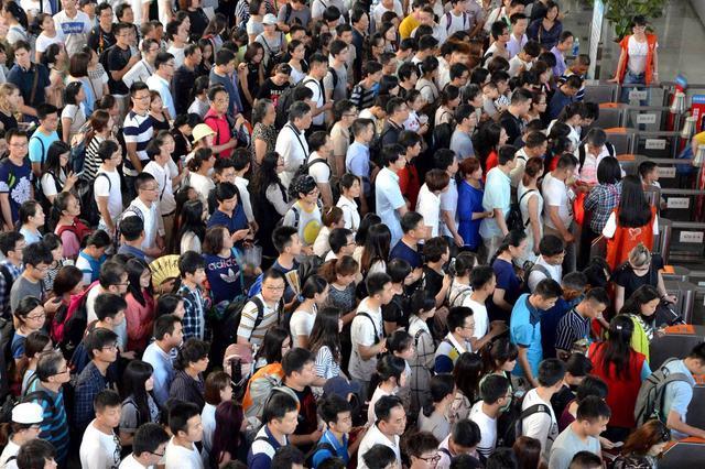 中秋假期集中出行 铁路部门提醒:早上客流最密集 记得早取票
