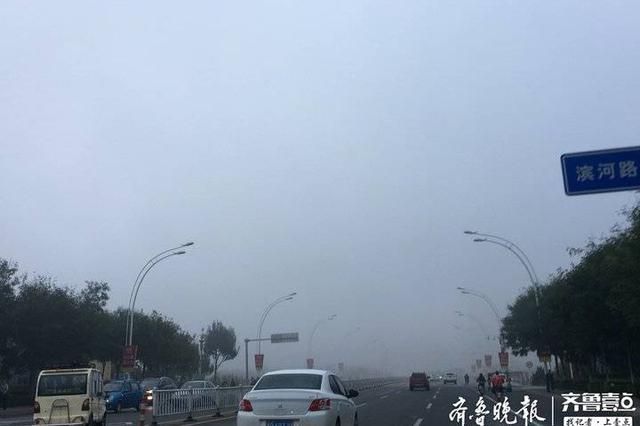 大雾袭聊城 部分路段能见度不足200米