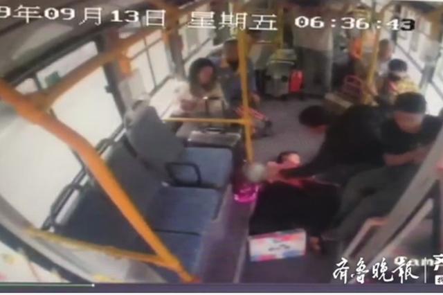 女子乘车突发癫痫晕倒 淄博这位公交司机这样做