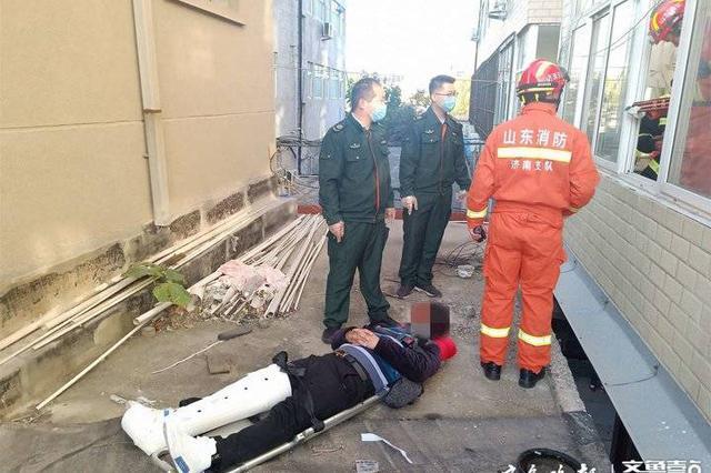 济南男子三楼坠下摔断腿 坠楼前与人在屋内争吵