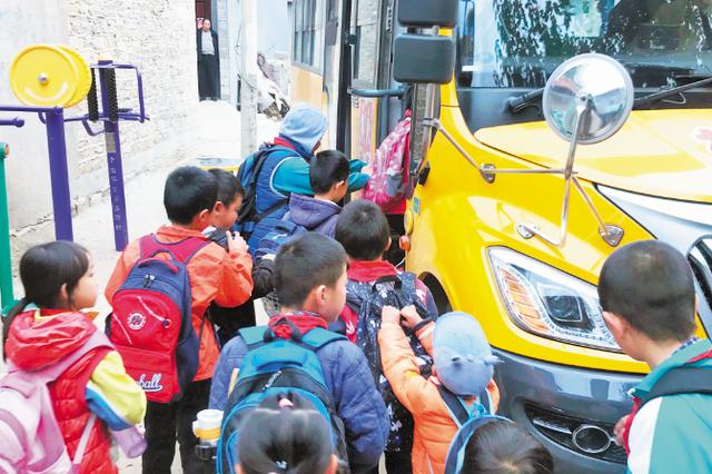 """好消息 淄博两山村的孩子上学有了""""免费专车"""""""