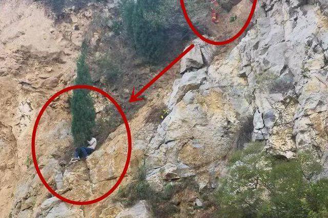 济南一家三口被困半山腰 女子用腿夹着一棵树怀里还护着三岁娃