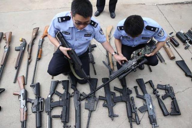 买卖仿真枪也违法 警方在这处贸易城查获118支仿真枪