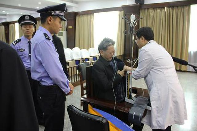 被告人押解中突发心脏病 送医路上法警不断心脏复苏