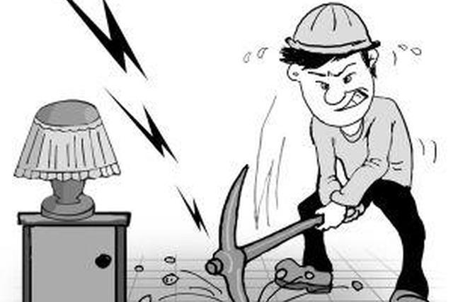 """楼上楼下因""""噪音""""争吵 济宁民警替他们买地垫"""