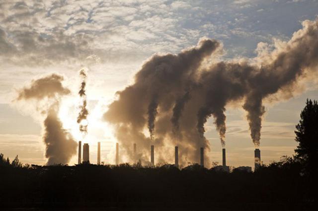 """浓雾+重污染 雾与霾为何""""出双入对"""" 专家这样解释"""