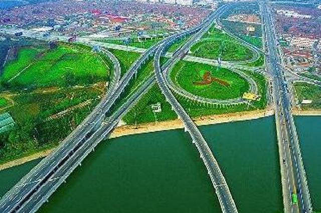 """年内建成1.5万个""""空中高速路""""将托起青岛的未来"""