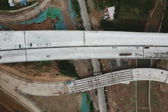 最美高速济泰线济南段左线贯 通车后济南至泰安仅需半小时