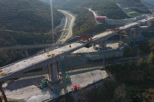 我国最大高速公路转体桥在济南完成精准对接