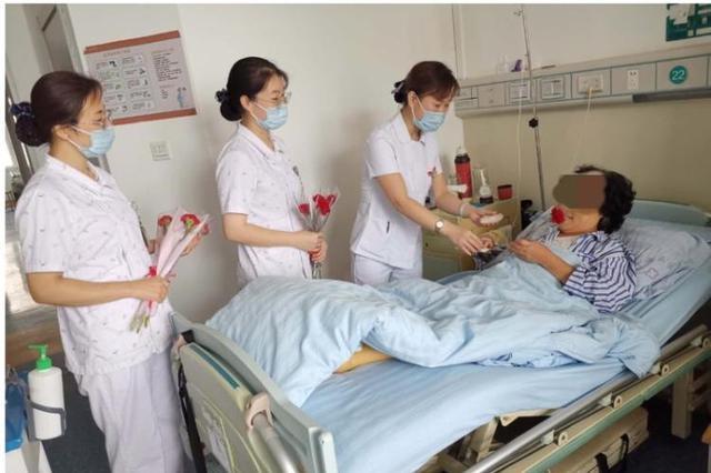 送上惊喜礼物 山东省中医院周围血管病科医护人员陪患者过中秋