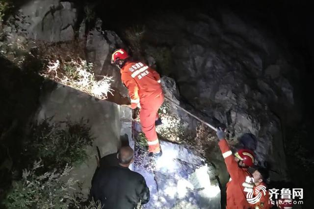 滨州三位驴友在摩诃山迷路 手电光亮确定被困方向