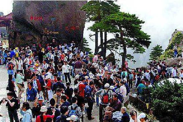 """青岛西站""""十一""""假期到发旅客创今年新高"""