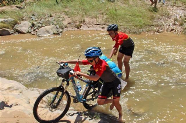 骑行累计超一千公里 十个山东娃从�陕西骑到了石家庄