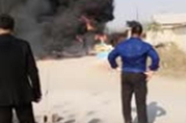 枣庄一工厂塑料泡沫板引发大火 火已灭 暂无人员伤亡