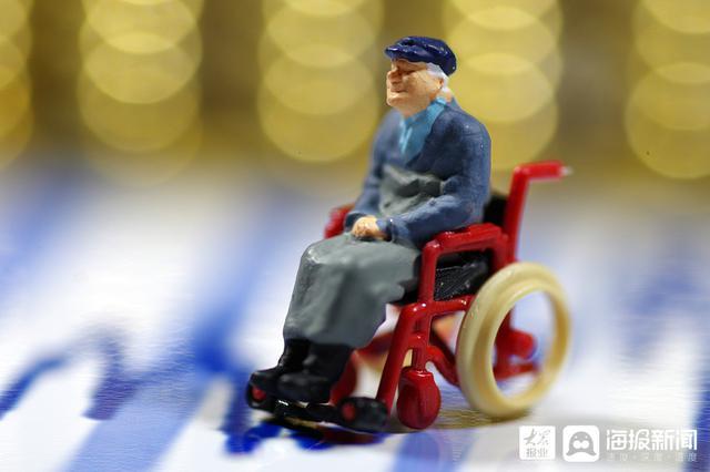 免费配备定位手环 山东部署建立失智老年人防走失关爱机制