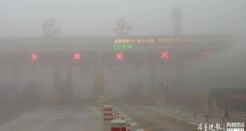 强浓雾来袭 山东发布大雾橙色预警 能见度不足50米