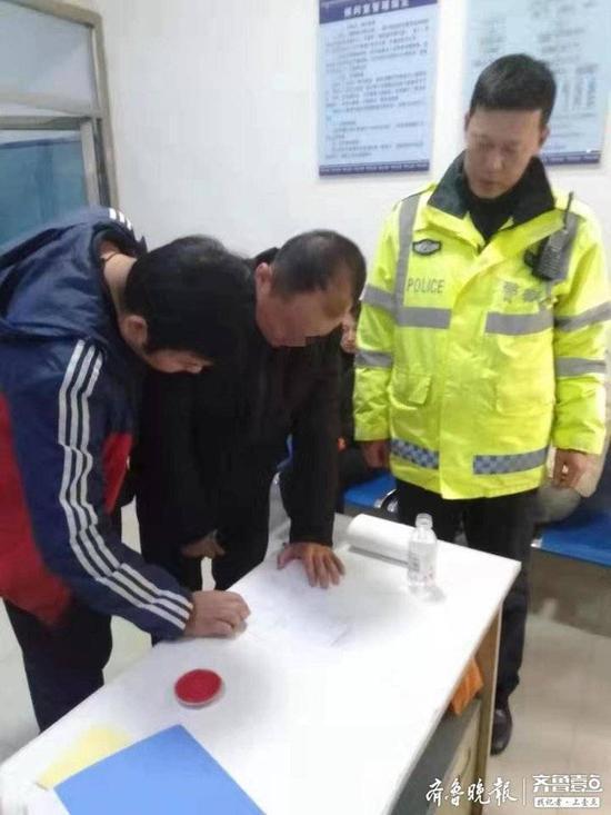 青岛曝光25名酒司机 男子酒驾被查翻墙逃跑被行拘