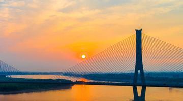 壮观!落日余晖中的济南黄河建邦大桥