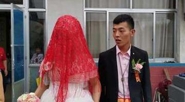 洪水围困 婚礼照样举行
