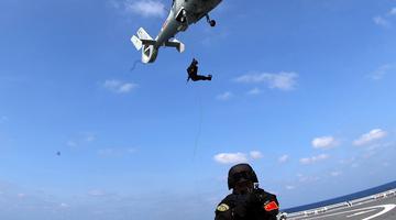 高清直击:海军第33批护航编队开展多单元协同训练