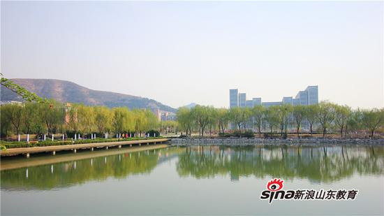 山东师范大学八大景观之翠湖明心