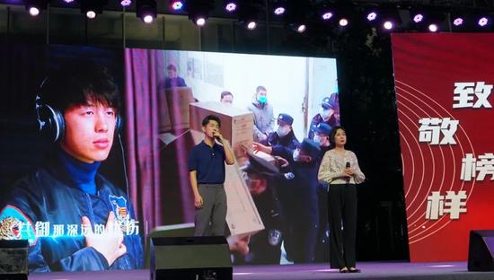 山东广播音乐生活节目中心主持人  周鑫、姚琳演唱《兄弟啊,我就站在你身旁》