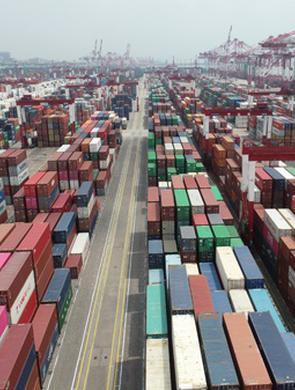 山东港口上半年吞吐量突破7亿吨