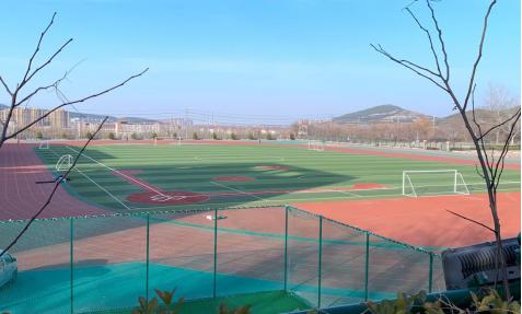 山东商业职业技术学院实现田径场升级改造