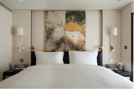 王府半岛酒店-豪华客房卧室