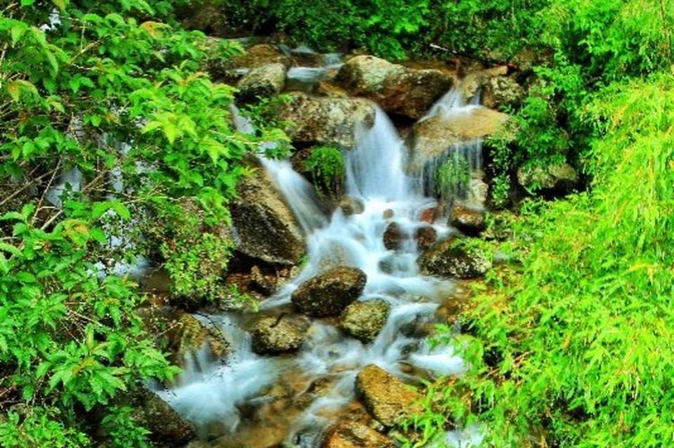 白水湾瀑布壮观
