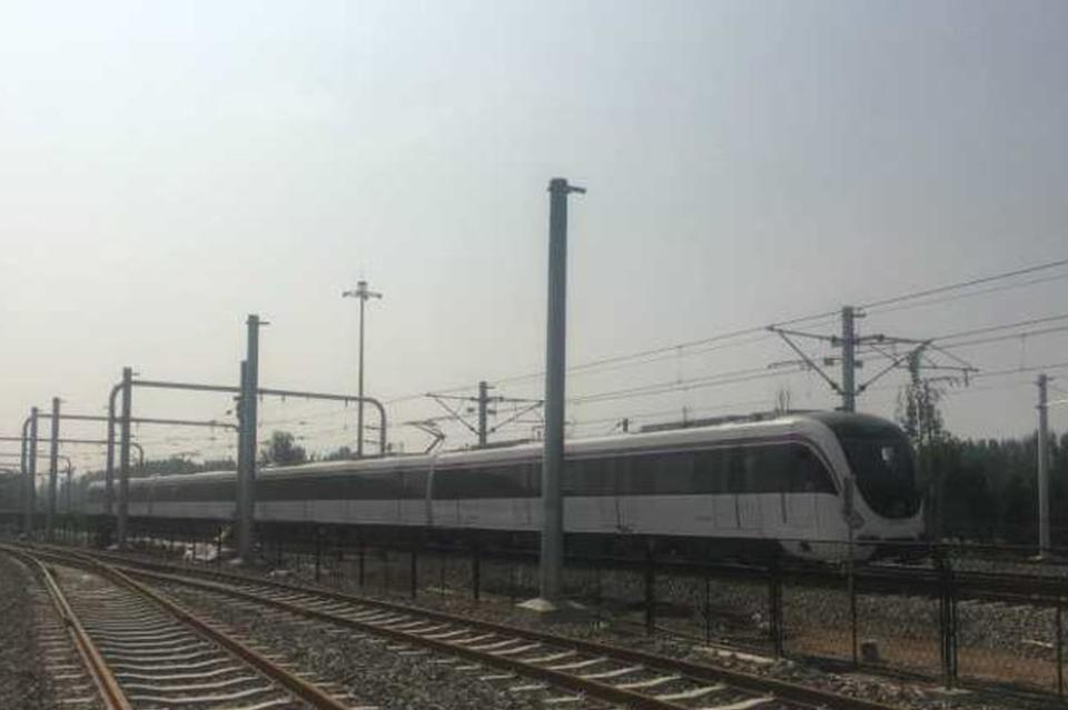 济南地铁R1首列车试跑