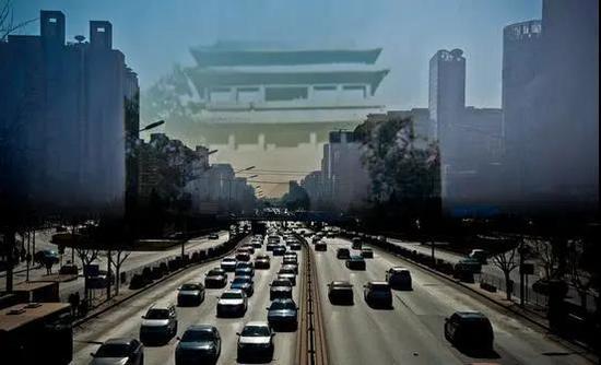 1965年时为了修建地铁,被拆除的北京东直门如今的景象(图源 新京报 新浪新闻中心联合出品《城门变》,摄影/李飞)