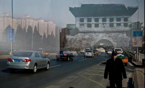 上世纪50年代被拆除的北京右安门如今的景象(图源 新京报 新浪新闻中心联合出品《城门变》,摄影 /李飞)