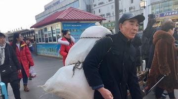 济南火车站 节后涌现民工潮
