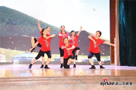 舞蹈《草原女民兵》