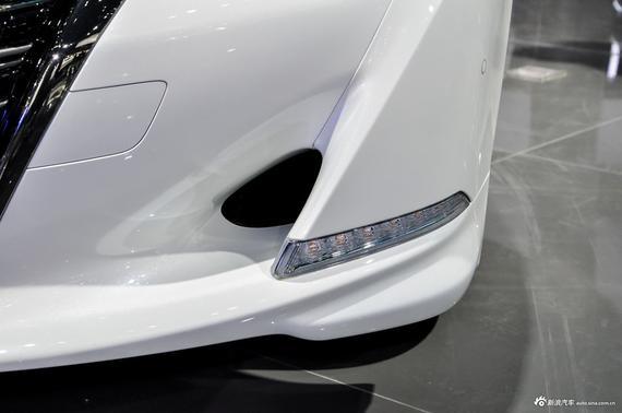 现款运动版车型将增加车身侧面镀铬条以及360度全景影像,轮圈也由17英寸升级为18英寸,同时,新车还将改名为时尚全景版车型。
