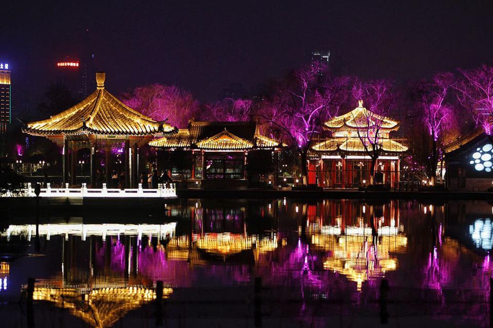 景观灯为泉城夜色之变添彩