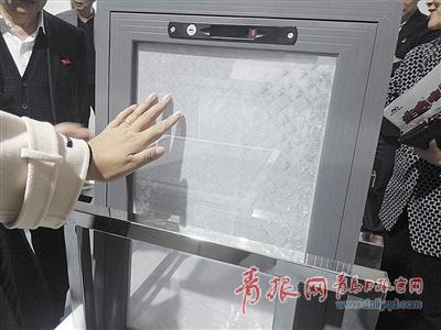"""青岛企业造出""""防雾霾""""纱窗 能过滤掉95%的PM2.5"""