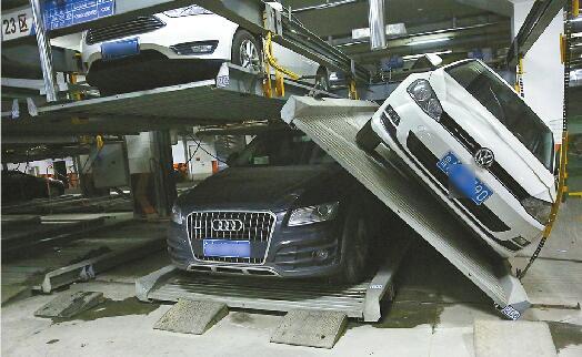 济南一小区立体车库车辆坠落 厂家称疑因机械故障