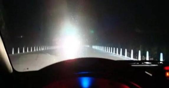 只因被远光灯晃了眼 男子用弹弓袭击过往车辆
