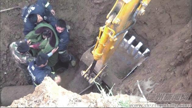 女子坠入9米深机井 军民协力两小时救出