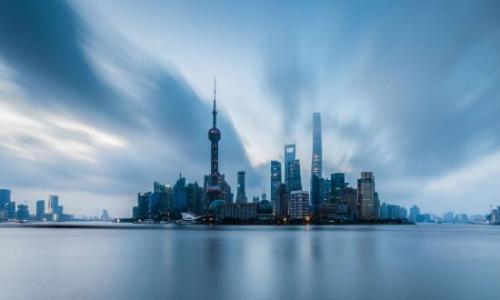 沪口岸暑期出入境人员创新高 自助通关通道达156条