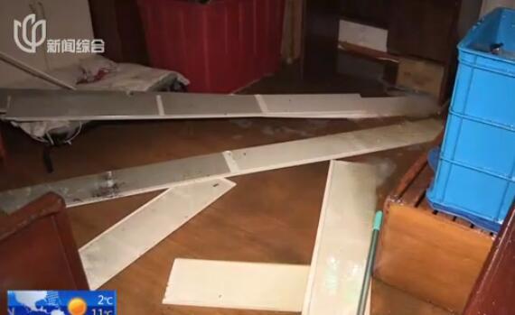 视频:百年迈屋宜稼堂遗址起火 现场一片狼藉