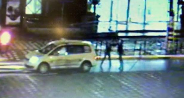 醉汉拒付车费殴打司机 抢夺出租车无证驾驶连撞两人