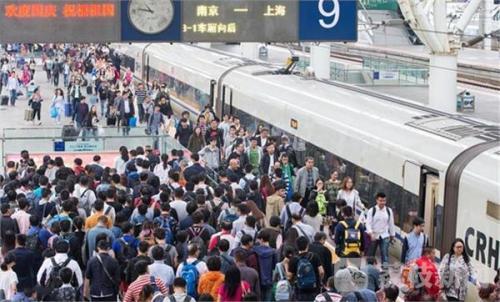 中秋假期市民游兴高 上海地铁、长三角铁路客流火爆