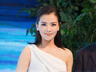 刘涛出席活动优雅甜笑露香肩 白裙气质佳