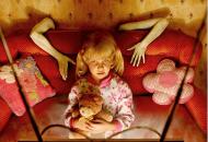 美国摄影师邀女儿拍恐怖照片